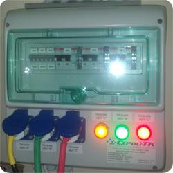Щит ручного байпаса для подключения трех ИБП.