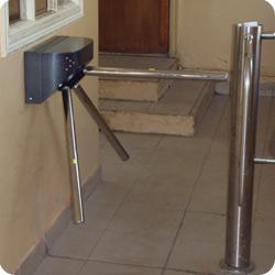 Техническое обслуживание систем контроля и управления доступом.