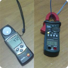 Освещенность на рабочей поверхности и ток потребления светильника со светодиодными лампами прямого включения.